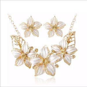 Jewelry - Ceramic glaze flower necklace and earring set